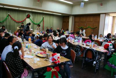 大人も子どもも一緒にクリスマス会 楽しいね!
