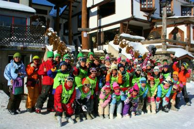 """さぁ!~スキー教室だ!~ その前にみんなで1枚… """"カシャ!"""""""